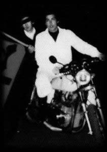 宇梶剛士 若い頃、暴走族・ブラックエンペラーの写真、