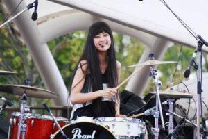 シシドカフカ ドラムとボーカルのミュージシャン