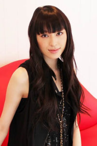栗山千明 黒髪 前髪 の特徴ある髪型