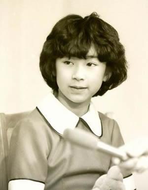 山尾志桜里 昔「アニー」の子役の頃と若い頃の画像