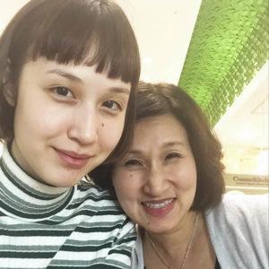 水原希子 妹の水原佑果と母親