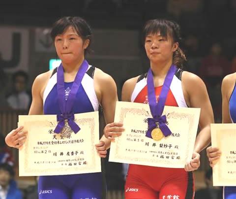川井梨紗子と妹の川井友香子