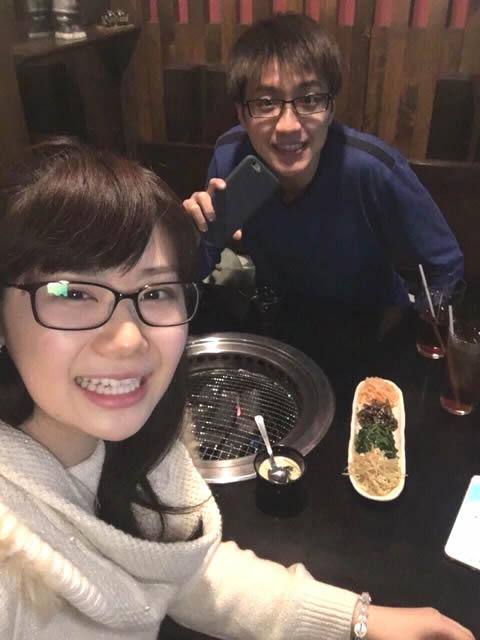 福原愛 結婚相手の江宏傑 仲良く焼肉を食べる画像